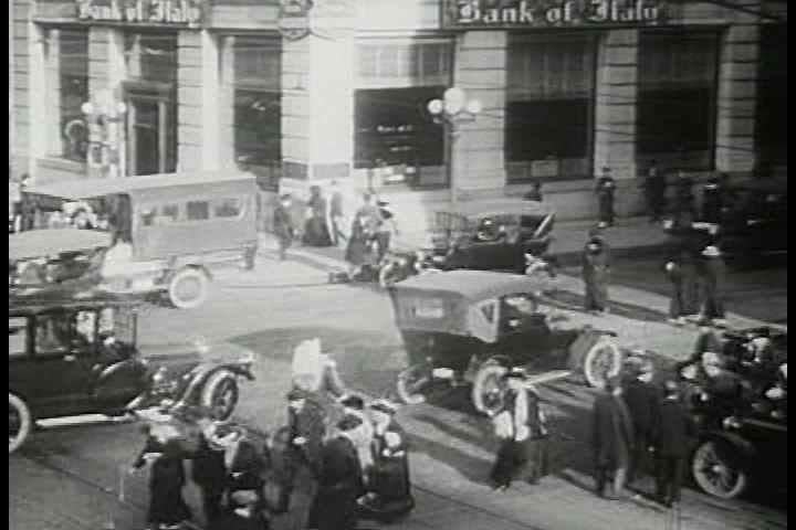 1920s - Scene of traffic congestion in the 1920s.