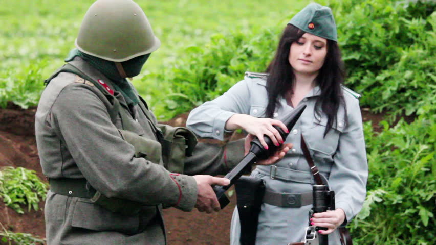 Female officer rechargeing RPG7 with rocket