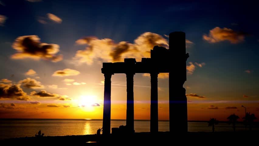 ruines on sunset
