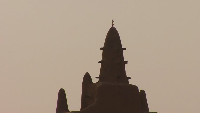 Zoom out from the famous mosque at Djenne, Mali.