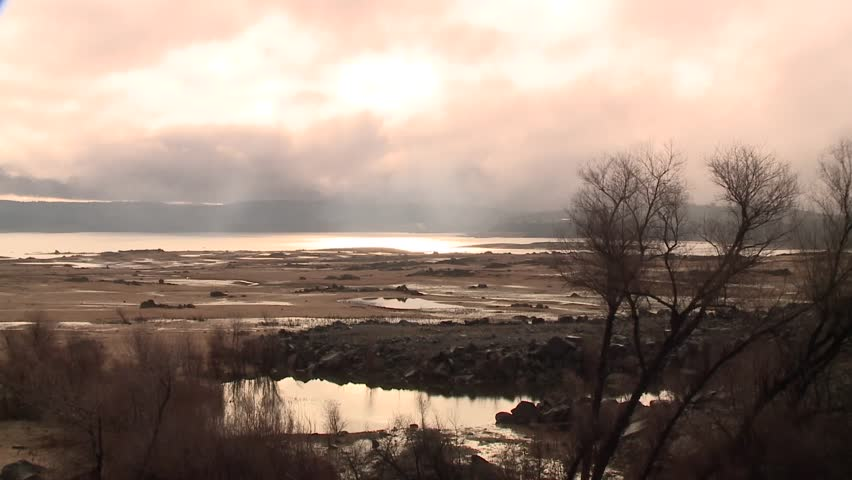 CALIFORNIA DROUGHT TIMELAPSE TIME LAPSE EARLY MORNING OF FOLSOM LAKE LOW DRY WATER LEVELS WINTER OF 2014 HD HIGH DEFINITION STOCK VIDEO FOOTAGE 1920X1080 1080