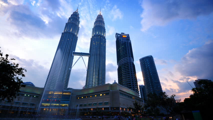 KUALA LUMPUR - NOVEMBER 11 : The Sun sets over KLCC on November 11, 2009 at Kuala Lumpur City Centre, Malaysia.