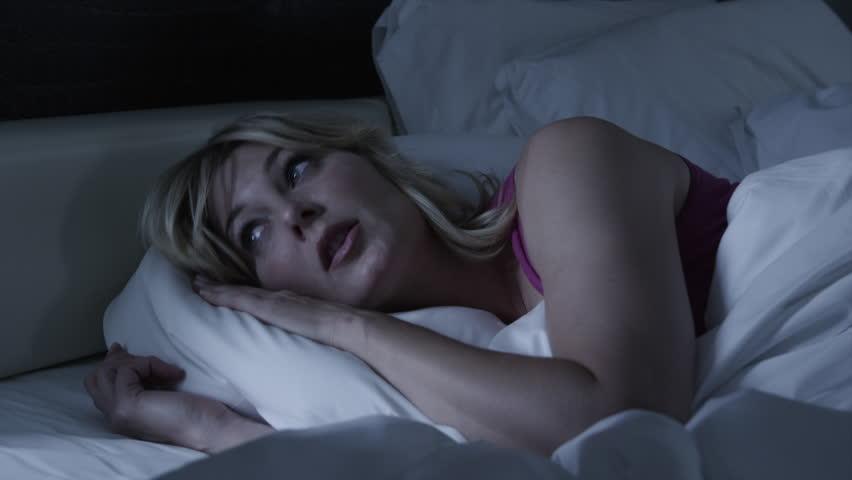 Medium Shot Woman sleeping in bed