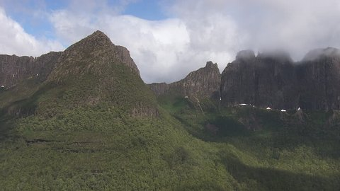 Cloudy peaks of Cradle Mountain
