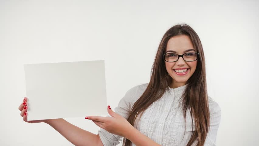 когда надевала фото с белым листом бумаги в руках комбинированный
