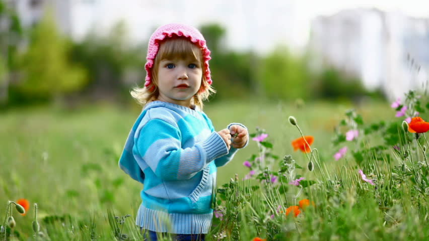 Child in a field of poppies near the laughs-2_1