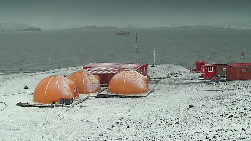 Gabriel Castilla Station, Antartica-05 February, 2007: Snowstorm at the Gabriel Castilla Station.
