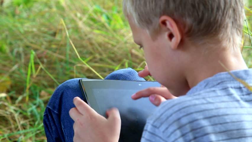 Panduan Membeli Tablet untuk Anak