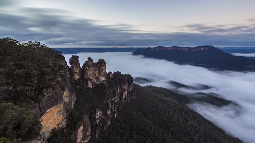 Timelapse of sunrise over Blue Mountains Australia. morning mist in the valley