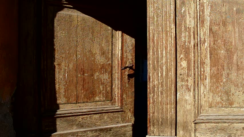 An Old Wooden Door is Arkivvideomateriale (100 % royaltyfritt) 8929027 |  Shutterstock