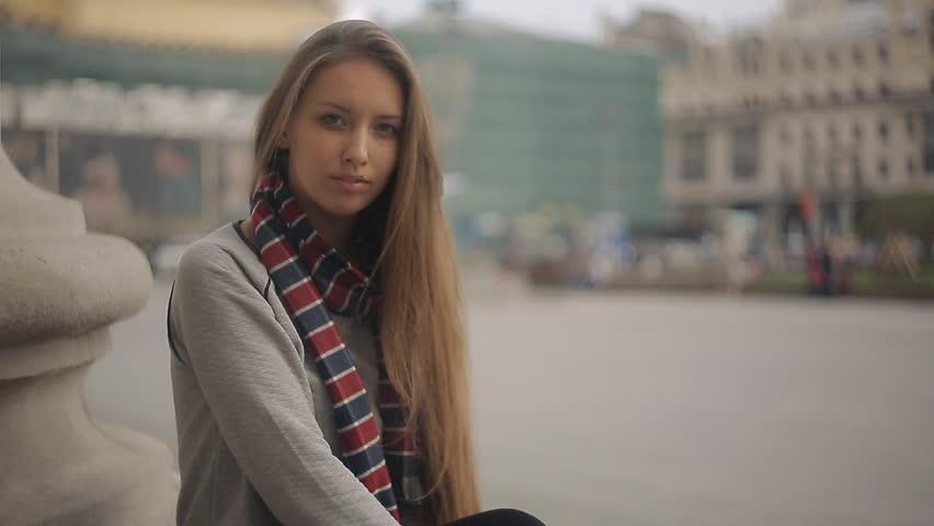 Dreamy girl in the city | Shutterstock HD Video #9837113